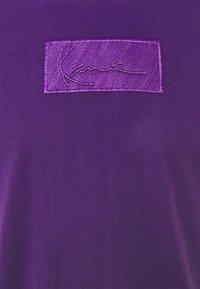 Karl Kani - SMALL SIGNATURE BOX TEE UNISEX  - Print T-shirt - purple - 6