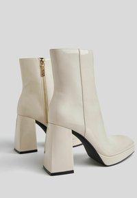Bershka - Korte laarzen - off-white - 3