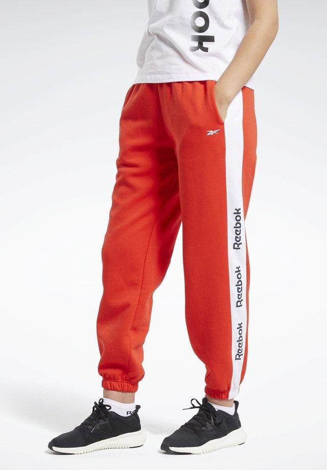 TRAINING ESSENTIALS LOGO JOGGERS - Pantaloni sportivi - red