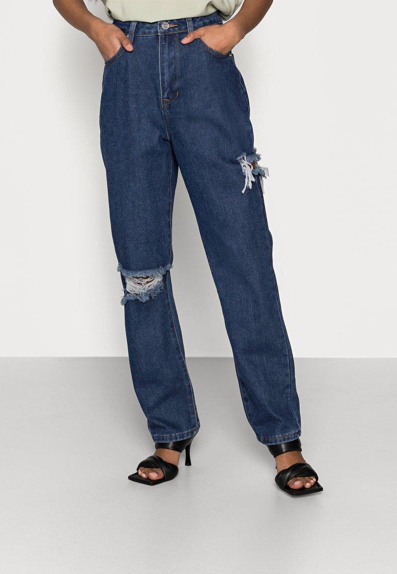 Missguided Petite - THIGH AND KNEE SLIT - Džíny Straight Fit - dark-blue denim