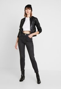 Pieces - PCLEAH MOM - Jeans Relaxed Fit - black - 1
