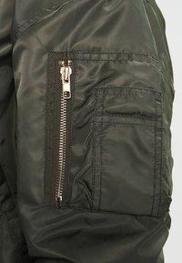 Urban Classics - HOODED OVERSIZED  - Bomber Jacket - oliv/grey - 4