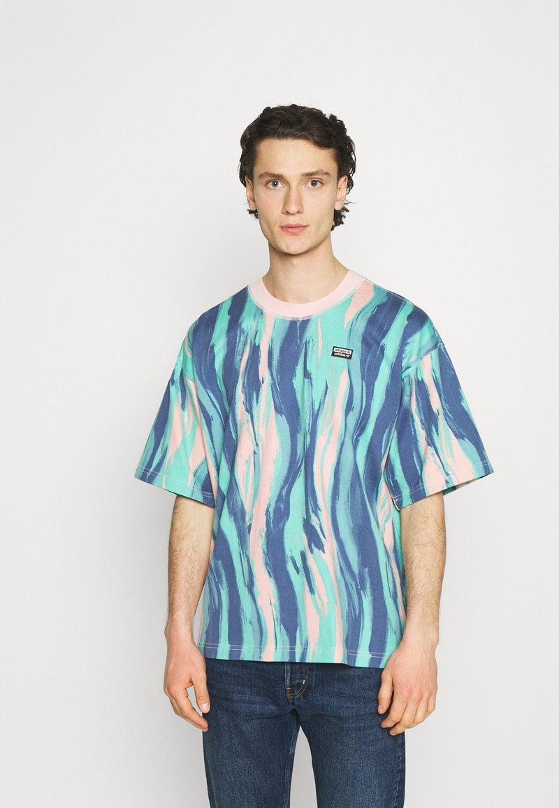 adidas Originals - TEE UNISEX - Print T-shirt - vapour pink/multicolor