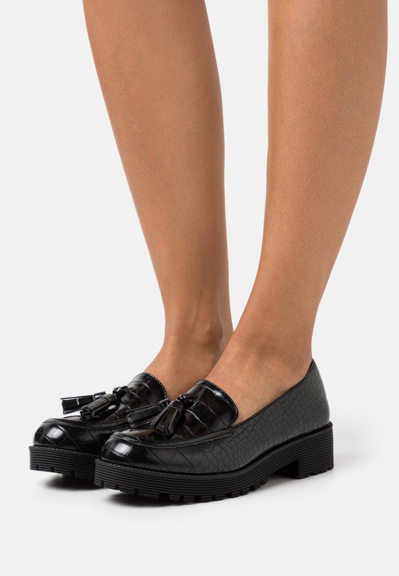 Miss Selfridge - FINN CHUNKY TASSEL LOAFER - Nazouvací boty - black