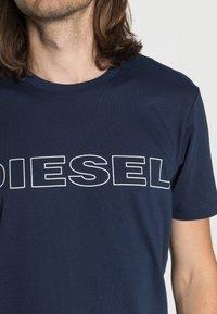 Diesel - UMLT-JAKE - T-shirt con stampa - dark blue - 4