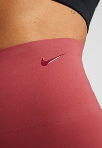 Nike Performance - W NK SCULPT LUX TGHT 7/8 - Tights - cedar/clear - 4