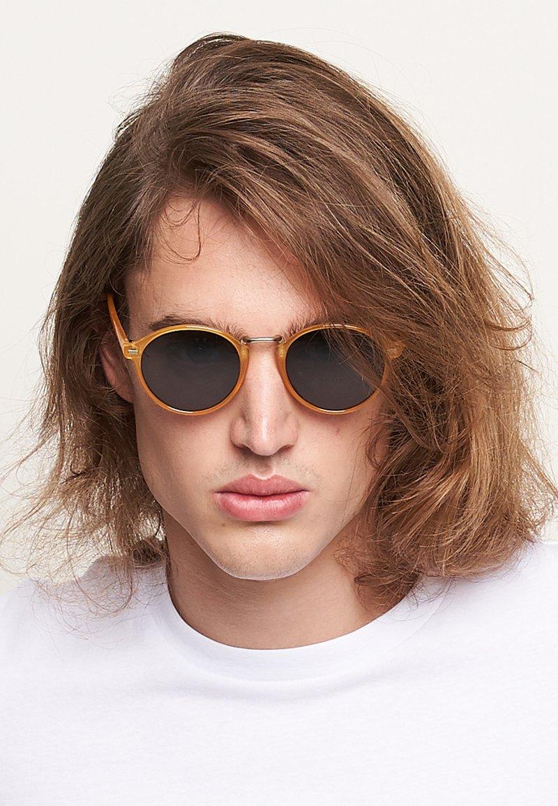 Meller - NYASA - Sunglasses - amber carbon