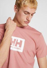 Helly Hansen - TOKYO - Print T-shirt - ash rose - 3
