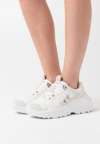 ONLY SHOES - ONLSILVA CHUNKY - Sneakers laag - white - 0