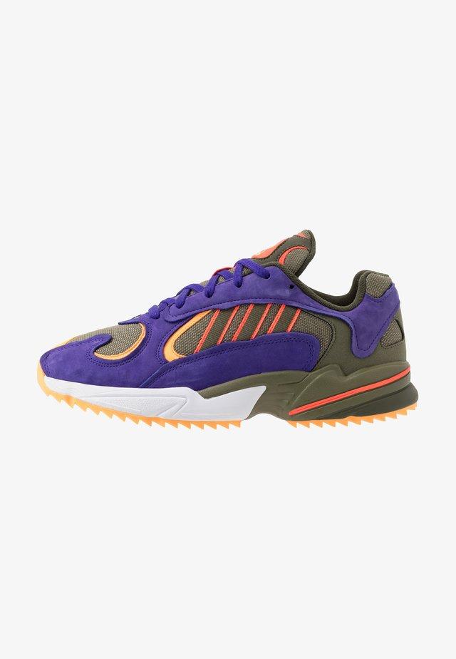 YUNG-1 TRAIL - Sneakers - raw khaki/solar red