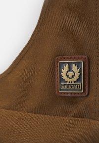 Belstaff - ALTON - Across body bag - beige - 6