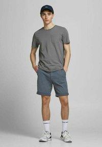 Jack & Jones - Shorts - vintage indigo - 1