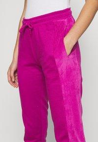 Nike Sportswear - HRTG VELOUR - Tracksuit bottoms - cactus flower - 4