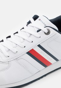 Tommy Hilfiger - ICONIC MIX RUNNER - Trainers - white - 5
