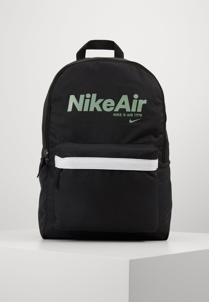 Nike Sportswear - AIR HERITAGE - Mochila - black/black/silver pine