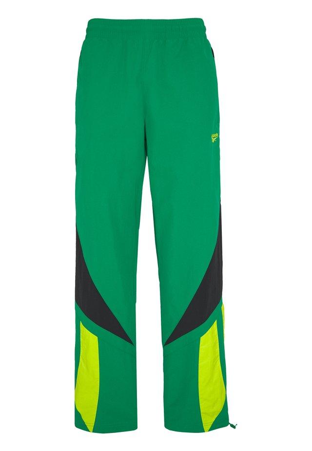 2020-04-01 CLASSICS TWIN VECTOR TRACK PANTS - Pantaloni sportivi - green