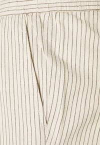 Only & Sons - ONSLINUS LIFE CROP TAP PANT - Trousers - off-white - 2