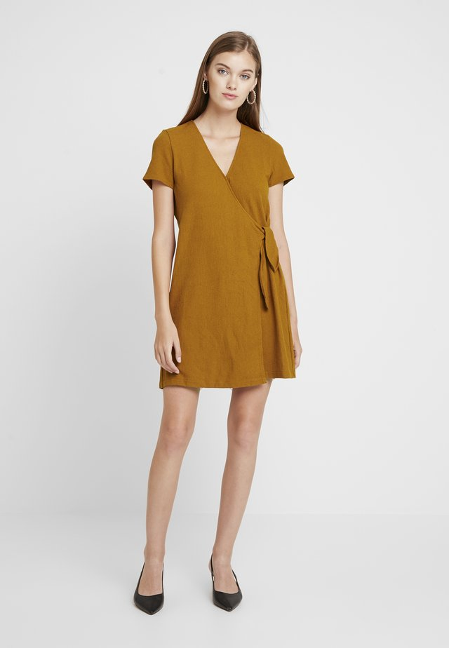 SHORT MILLER DRESS - Jersey dress - golden pecan