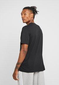 adidas Originals - TREFOIL UNISEX - T-shirt med print - black - 2