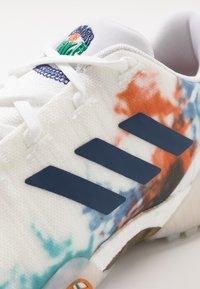 adidas Golf - CODECHAOS - Golfové boty - footwear white/gold metallic/tech indigo - 5