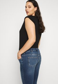 Zizzi - AMY - Jeans Skinny Fit - blue denim - 3
