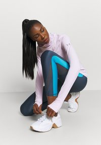 Under Armour - IGNIGHT COLDGEAR FUNNEL - Long sleeved top - crystal lilac - 4