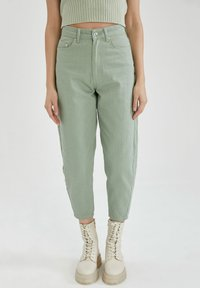 DeFacto - SLIM FIT - Relaxed fit jeans - green - 0