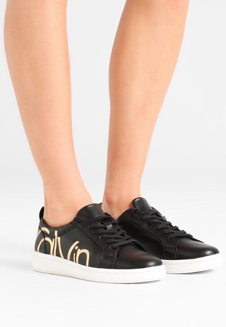 Gutes Angebot Calvin Klein DANYA - Sneaker low - black | Damenbekleidung 2020