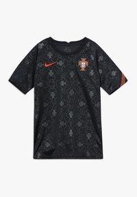 Nike Performance - PORTUGAL FPF Y NK DRY SS PM - Oblečení národního týmu - black/challenge red - 0