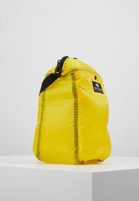 Bag N Noun - CAMP POCHETTE HALF - Axelremsväska - yellow - 3