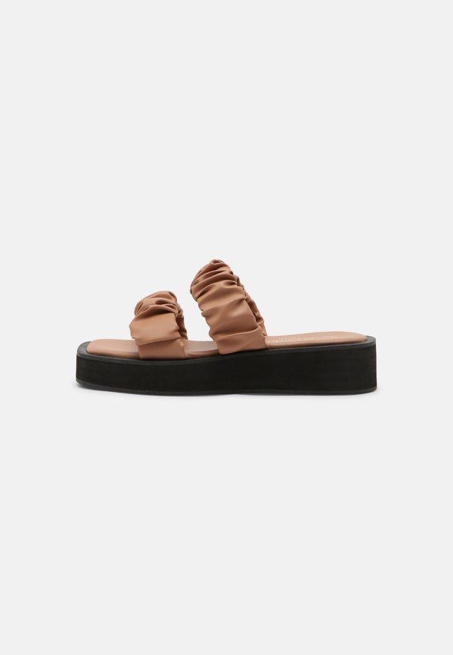 Pantofle - dark beige