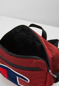 Champion - BELT BAG TRIPLE - Torba na ramię - red - 4