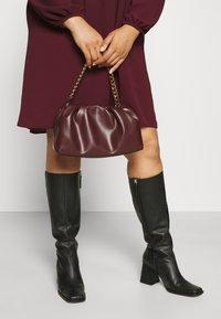 Vero Moda Curve - VMSAGA PLEAT SHORT DRESS  - Shirt dress - port royale - 3