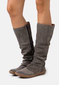 El Naturalista - CORAL - Boots - grafito - 0