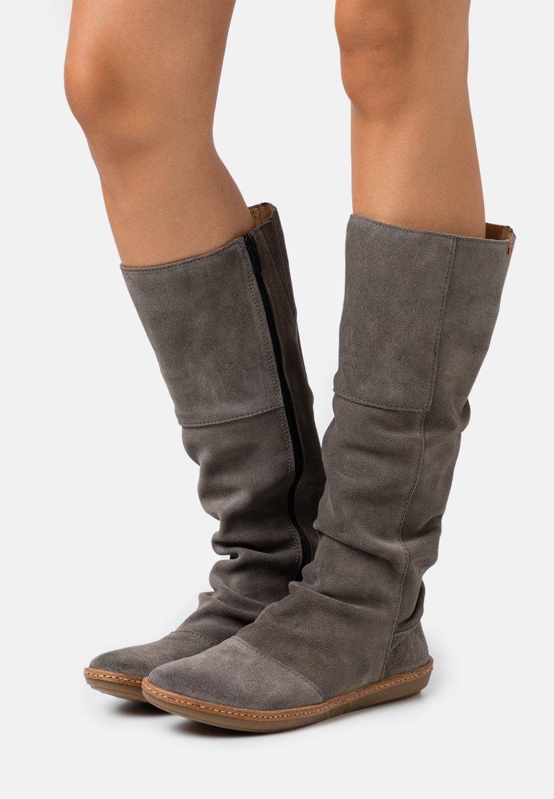 El Naturalista - CORAL - Boots - grafito