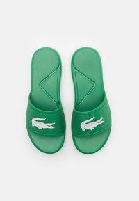 Lacoste - L.30 SLIDE - Pantofle - green/white - 3