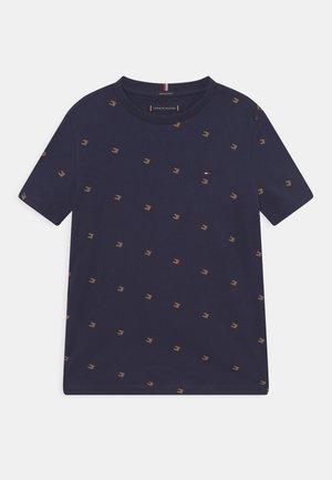 TONAL FLAG TEE  - T-shirt z nadrukiem - twilight navy