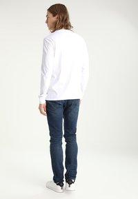 Levi's® - GRAPHIC - Maglietta a manica lunga - better white - 2