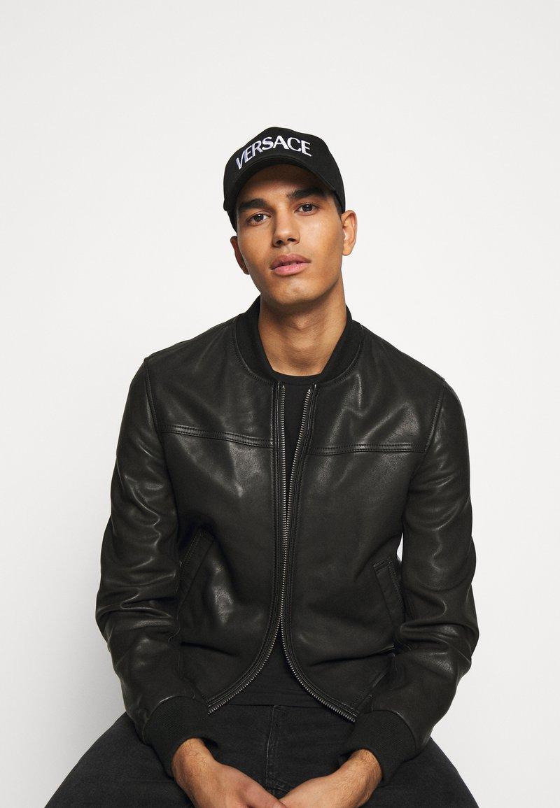 Versace - UNISEX - Cappellino - nero/bianco