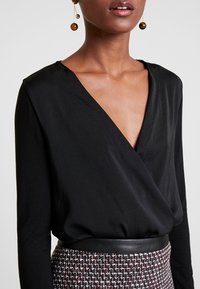 Springfield - FRANQ BODY GRANATE - Blouse - black - 5