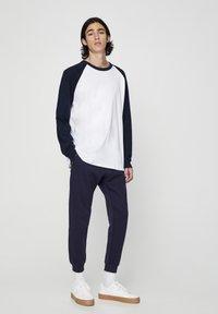 PULL&BEAR - Pantaloni sportivi - dark blue - 3