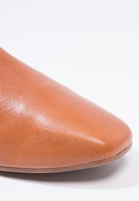 Vagabond - AYDEN - Slip-ons - saddle - 5