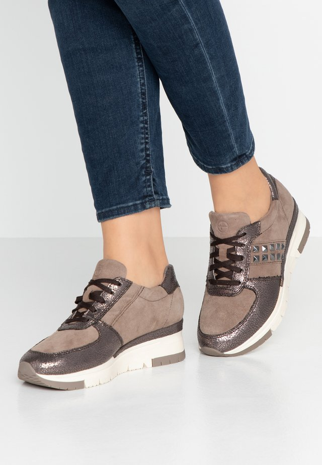 Trainers - taupe/pewter