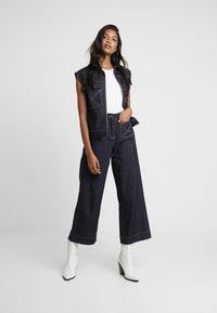 NORR - LUCAS WIDE LEG - Flared jeans - dark blue - 1