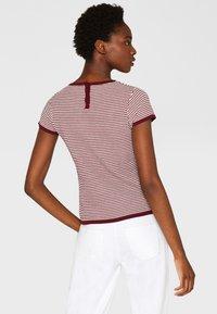 Esprit Collection - MIT TUPFEN-STRUKTUR - Print T-shirt - bordeaux/red - 2