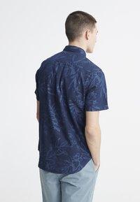 Superdry - MIAMI LOOM BOX FIT SHIRT - Košile - miami tropical indigo - 0