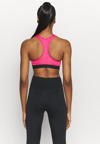 Nike Performance - BAND BRA NON PAD - Sport-BH mit mittlerer Stützkraft - fireberry/pure/black - 2