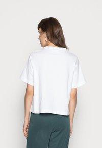 Weekday - TRISH - Jednoduché triko - white - 2