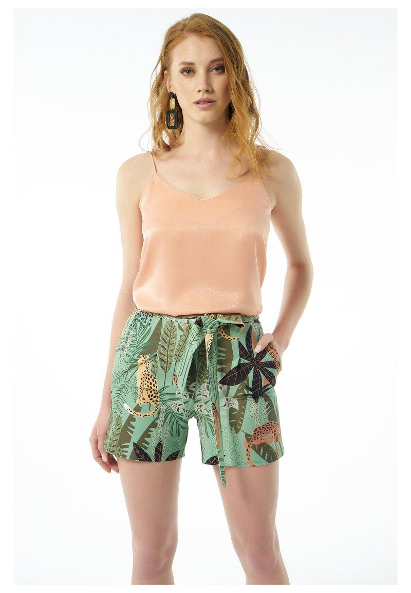Auden Cavill - Shorts - grã¼n