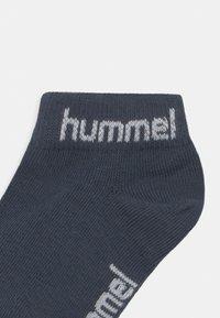Hummel - TORNO 3 PACK UNISEX - Calcetines tobilleros - blue nights - 2